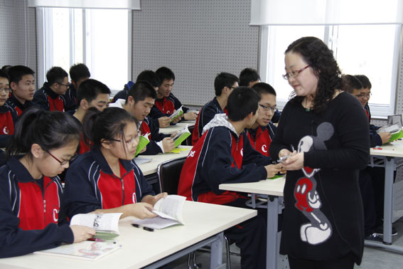中央民族大学附属中学携手首都高校开展英语课题活动