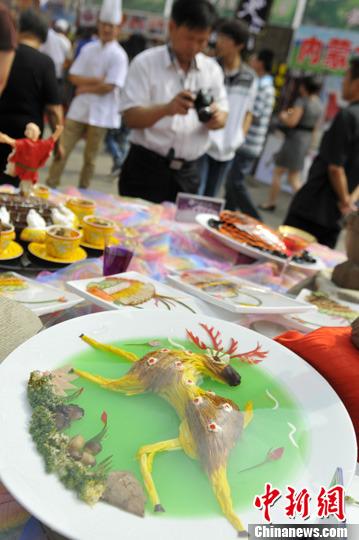 兰州美食节 莫高窟壁画神话 九色鹿 上餐桌