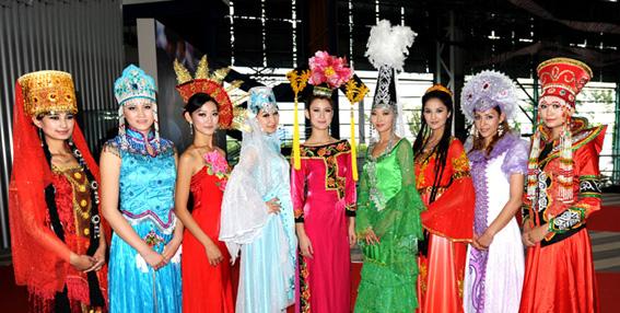 新疆各民族服饰展示(特约摄影师:张雷)-魅力新疆 新疆的民族服饰