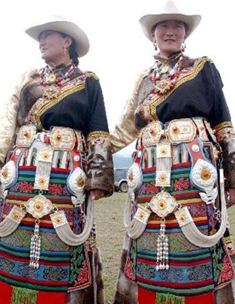 少数民族服装的服饰配件特点