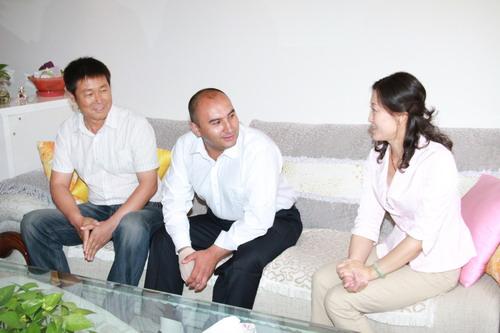 维族男人玩汉族女人图_维族男人玩汉族女人图片