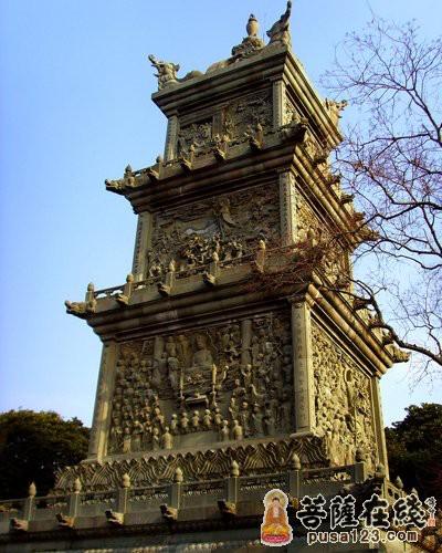 塔林 中国/佛塔的造型起源于印度。汉代,随着佛教传入中国,佛塔的建筑在...
