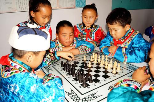 东乌珠穆沁旗蒙古族实验小学开展特色教育