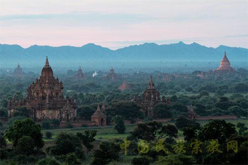 缅甸千塔之城蒲甘的清晨