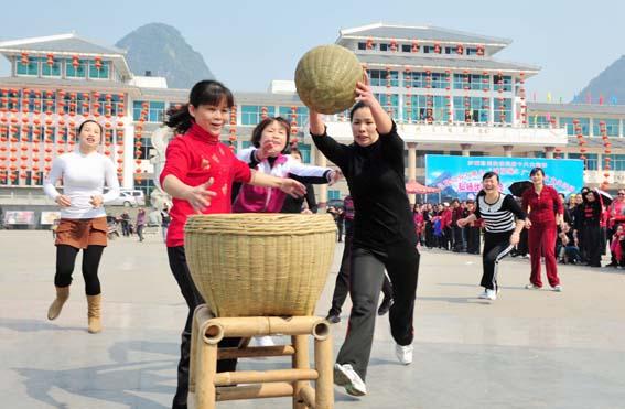 广西罗城 仫佬族 抢竹球 欢乐迎 三八