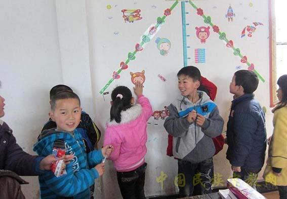湖北鹤峰县校园白族乡中心小学:小学文化建设之星v校园铁炉图片