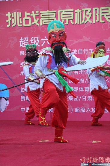 临夏回族自治州歌舞团-临夏现多彩民俗舞蹈 河湟鼓舞展打醮的习俗