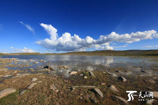 记者在新疆霍拉山景区拍摄的壮美景象