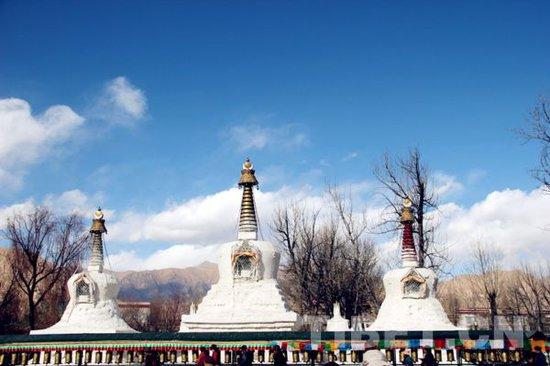 西藏宫殿与园林建筑艺术的奇迹