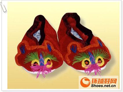 彝族的虎头鞋