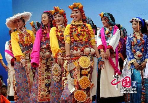 甘孜地区的民族服饰特点