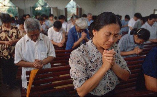 中国/美学者称中国未来将超越美国成基督徒最多国家