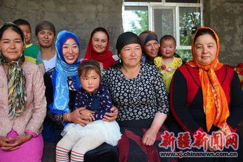 汉族姑娘远嫁新疆维族小伙 谱写跨民族之恋 -