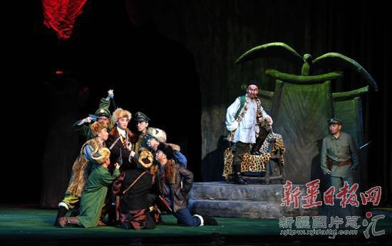 """6月7日晚,中国国家京剧院在新疆 """"名家名段京剧演唱会""""外,还将"""