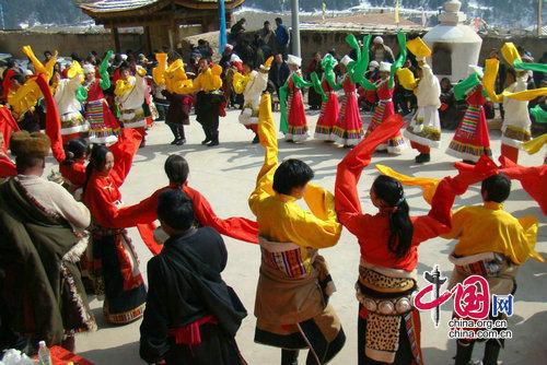 木里藏族服饰特色花纹
