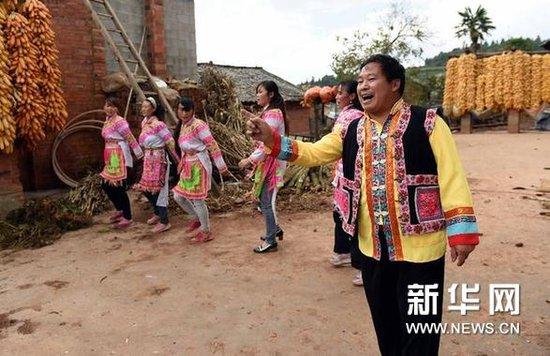 立书和他的山村歌舞团