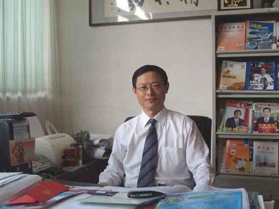 青岛市崂山区第二中学校长马志平
