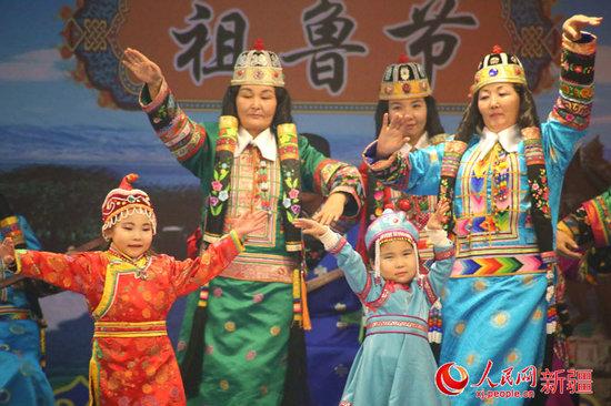 """新疆蒙古族群众点酥油灯欢度""""祖鲁节""""图片"""