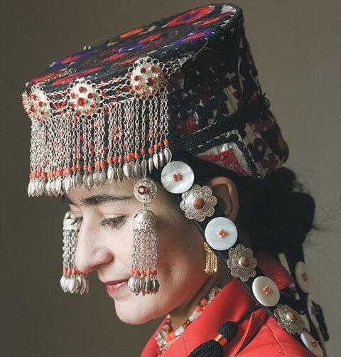富有高原气息的塔吉克族手工绣 - 中国民族宗教网