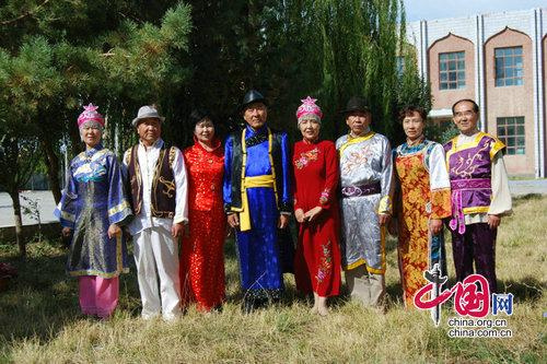新疆民族花纹的连衣裙图片大全