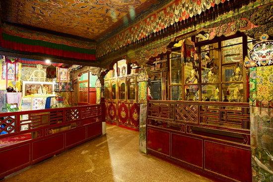 如达赖喇嘛和班禅额尔德尼转世灵童的掣签在布达拉宫