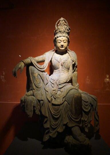 宋代木雕佛像-自在观音坐像