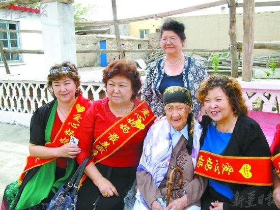 妇联和新疆爱心妈妈互助协会的带领下