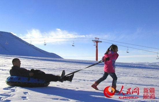 新疆裕民县巴尔鲁克滑雪场迎来首批游客
