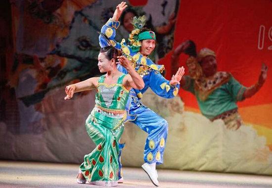傣族孔雀舞 演绎轻盈而优雅的美感图片