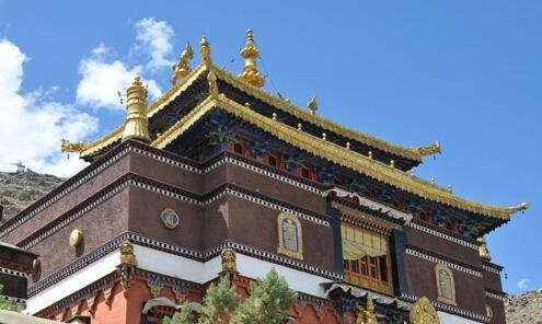 成都,北京及上海的西藏大厦均采用收分墙体,藏式金顶,边玛女儿墙及图片