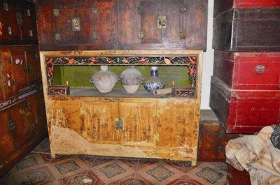 榫卯结构的老家具是张扎喜的最爱