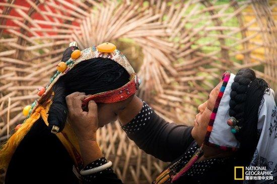 神秘的藏族女子成人礼