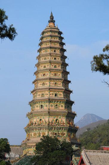 是中国最大最完整的一座琉璃塔