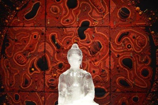 西藏当代艺术首度来沪 传奇作品《冰佛》演绎无常