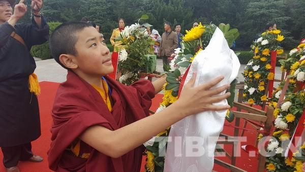 藏传佛教的活佛们上课得学啥?