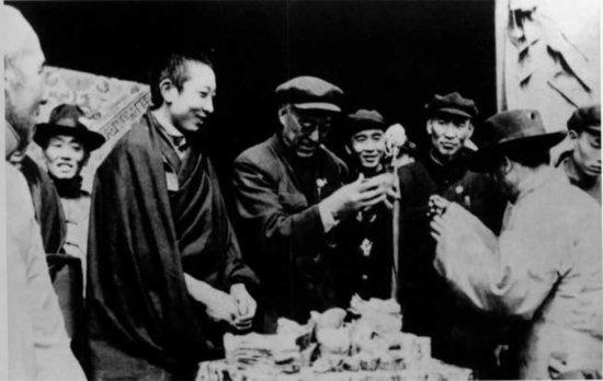 1951年佛教界支援抗美援朝:班禅捐款1亿3千万