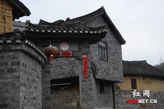 寨村的建筑物主要以当地片石构造而成