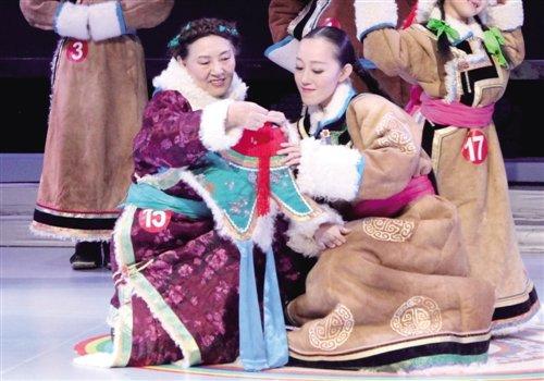 乌珠穆沁蒙古族传统服饰.-民族服装服饰 内蒙古旅游的浓墨重彩图片