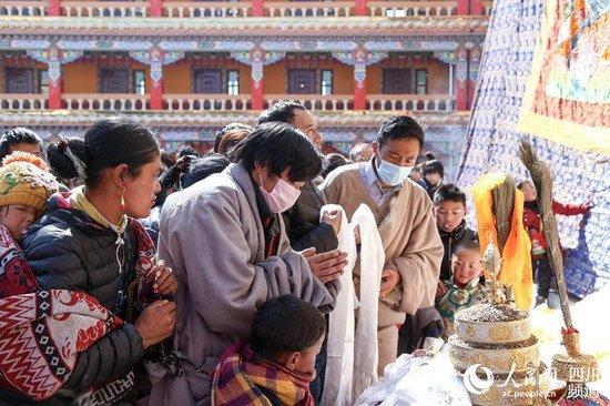 """四川阿坝县迎""""莫郎节"""" 展现多彩藏文化"""