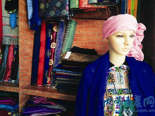 乌珠穆沁蒙古族服饰很受人们喜欢-乌珠穆沁蒙古袍是衣服也是信仰图片