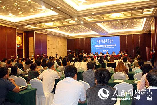 内蒙古美术70年高峰论坛在呼和浩特举行