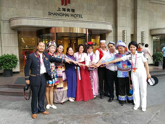 全国少数民族参观团结束上海之行