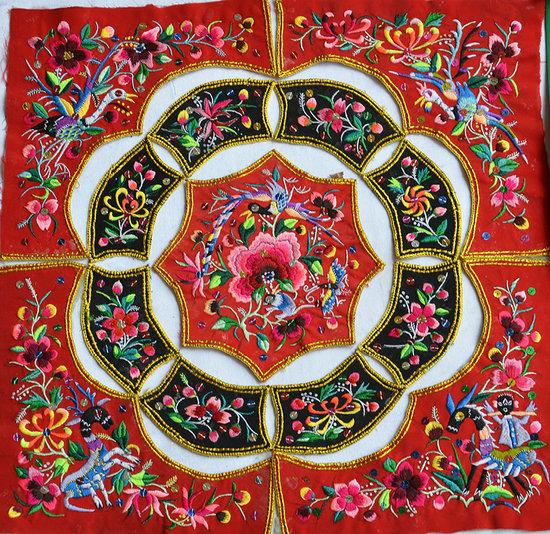 文山彝族刺绣 继承传统工艺 传承民族文化图片