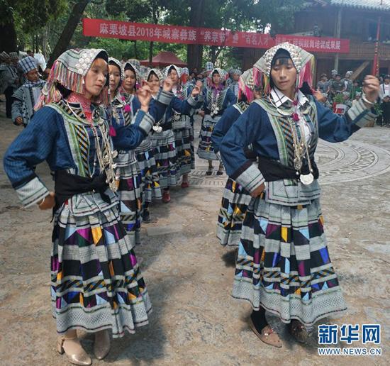 云南麻栗坡县:铜鼓舞展示民间传统文化魅力
